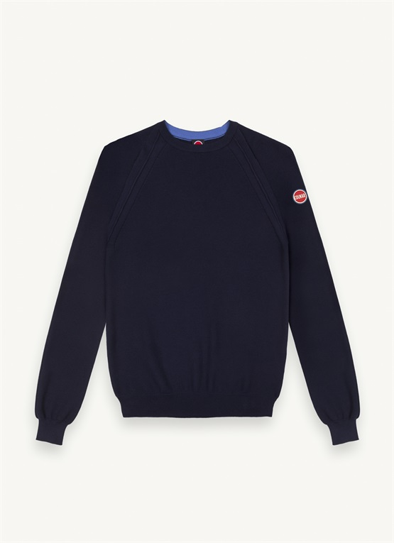 Pullover with raglan sleeves